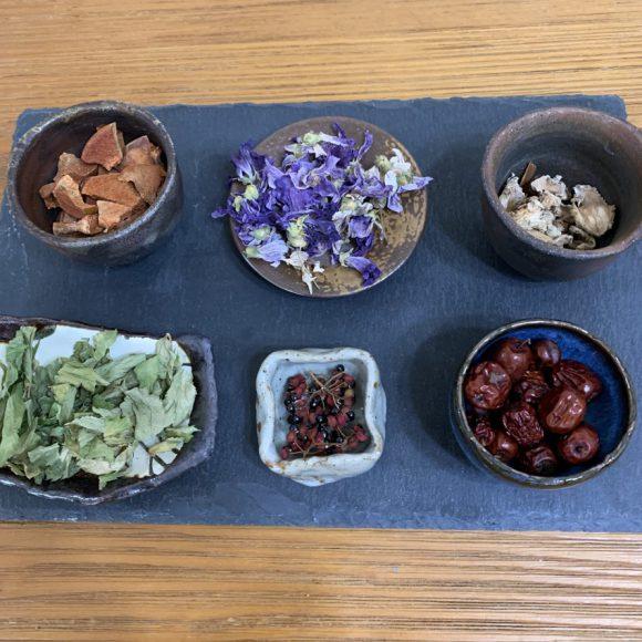 野草の薬箱 NO.2 〜紫根のバームと野草シロップ作り〜