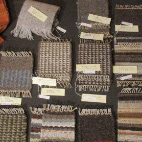 Handworks Blanketさんの「手紡ぎ手織りのミニチュアラグ展示会」(11/27〜12/28)